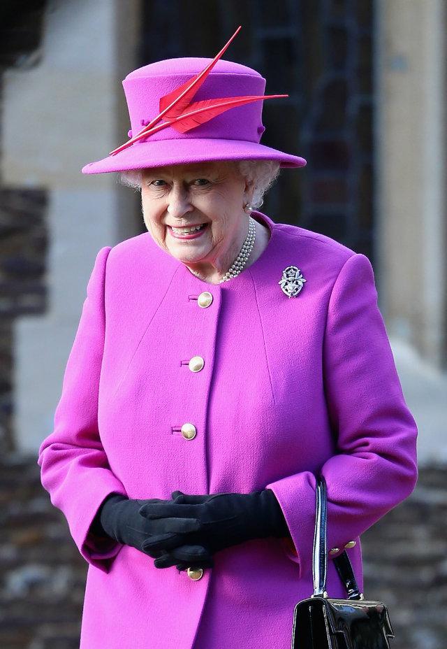perle naturale si Regina angliei